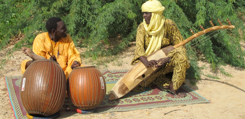 Oumarou Adamou (duma) and Mamane Barka (biram), Niger, 2010.